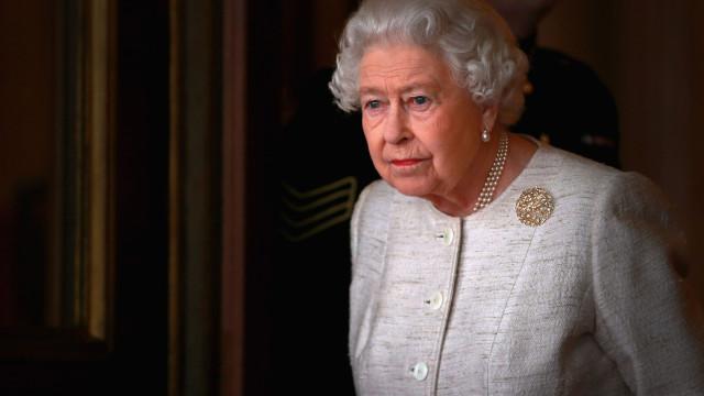 Rainha Isabel II 'perde' pessoa próxima