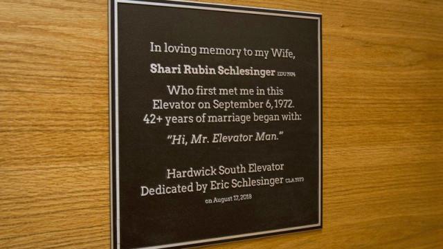 Encontraram o amor num elevador há 45 anos. Agora vão ter homenagem