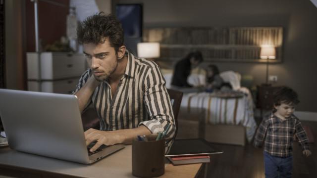 """Ver emails fora do horário de trabalho  é """"nocivo e criminoso"""""""