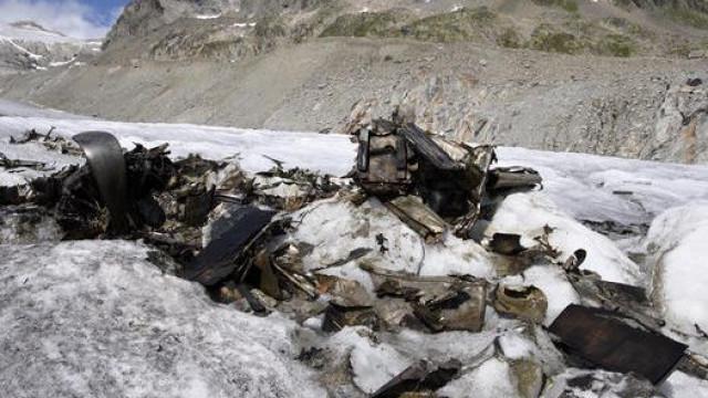 Destroços de avião da 2.ª Guerra descobertos debaixo de glaciar derretido