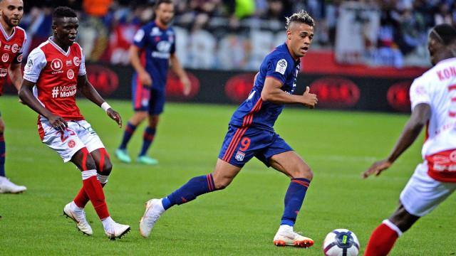 Reims ganha ao Lyon e lidera campeonato francês