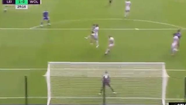 Doherty 'engana' Rui Patrício e abre o marcador do Leicester-Wolves