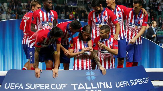 Grimaldo e Alex Telles na lista do Atlético para o lugar de Filipe Luís