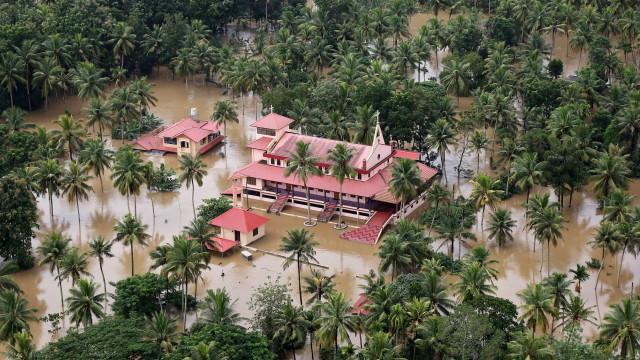 Pelo menos 357 mortos após inundações em Kerala, na Índia