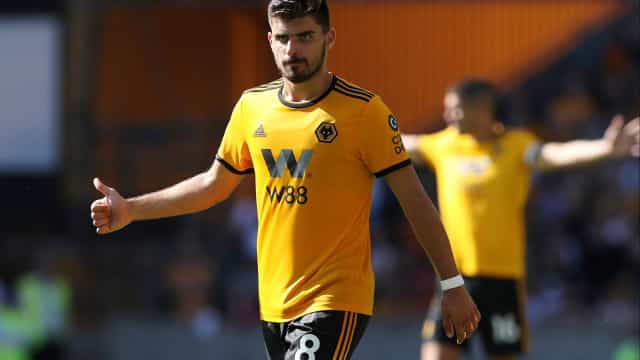 Guardiola destaca três portugueses do Wolverhampton