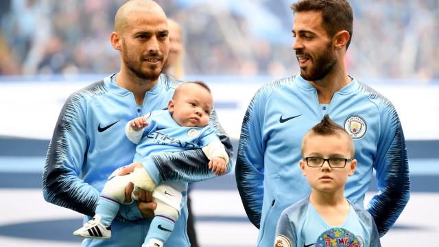 Depois de cinco meses no hospital, Silva apresenta filho ao Etihad
