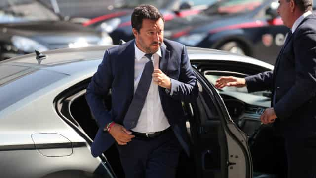 Itália ameaça devolver migrantes à Líbia se a União Europeia não ajudar