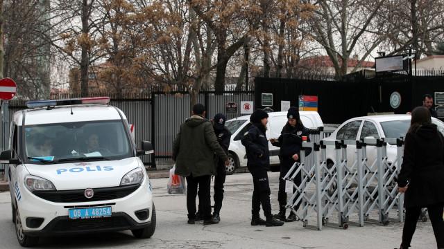 Tiros disparados no portão da embaixada norte-americana na Turquia