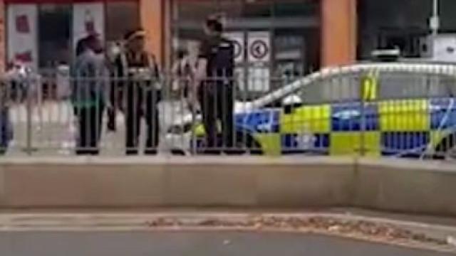 Quando um carro da polícia... é multado por estacionamento indevido