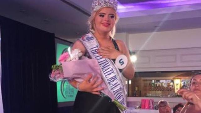 Jovem com síndrome de Down ganha concurso de beleza internacional