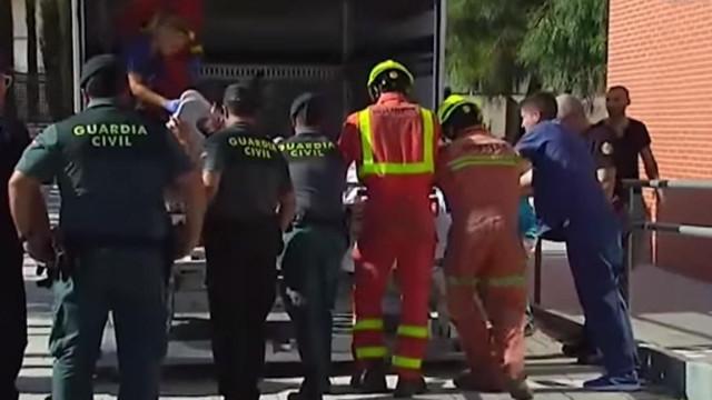 Indignação após espanhol com 385 kg ser levado do hospital em camião
