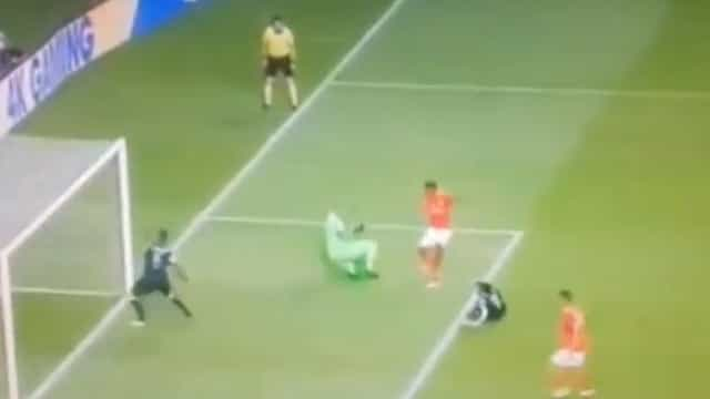 Gedson já marcou mas o árbitro anulou o golo