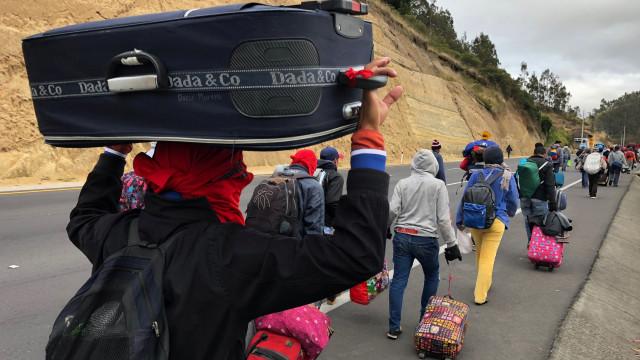 Mais de 100 venezuelanos deixam o Brasil após confusão em Boa Vista