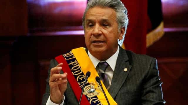 Equador vai acabar com ministérios e subir preço da gasolina