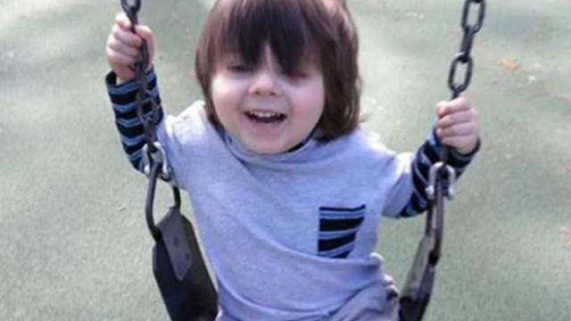 Menino encontrado morto em máquina de secar, um dia após fazer três anos