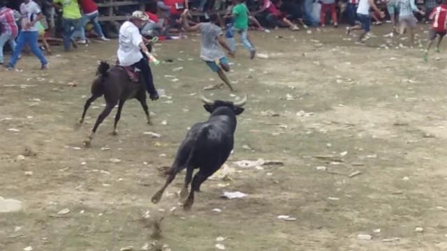 Touro mata uma pessoa e fere outras 17 durante festival na Colômbia