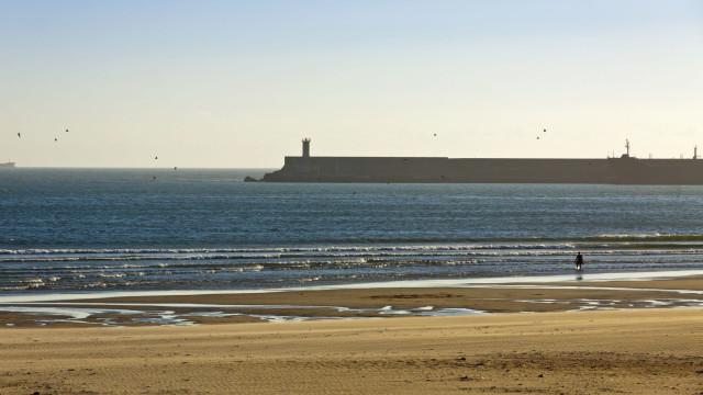 Banhos interditos na praia de Matosinhos devido à qualidade da água