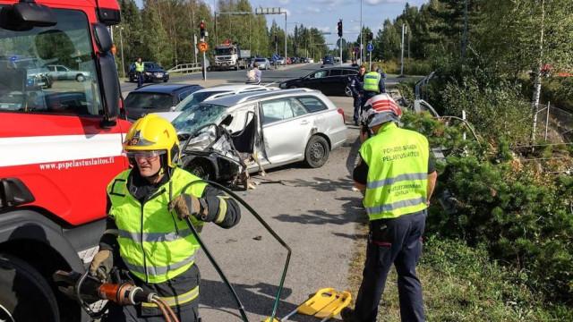 Autocarro cai na linha do comboio e faz pelo menos 4 mortos na Finlândia