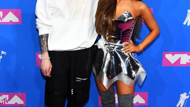 Ariana Grande 'acusa' Pete Davidson de estar a dar nas vistas à sua custa