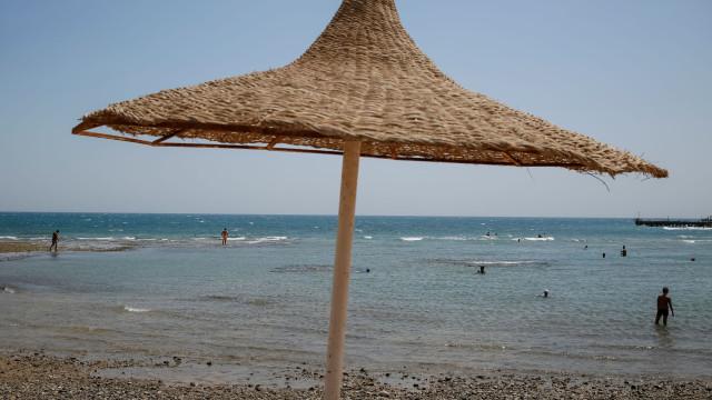 """Casal britânico morre em hotel no Egito. Filha levanta """"suspeitas"""""""