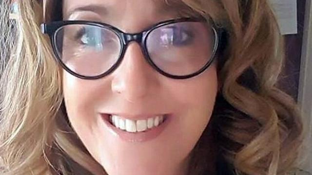 Professora acusada de pornografia recebeu flores de pais