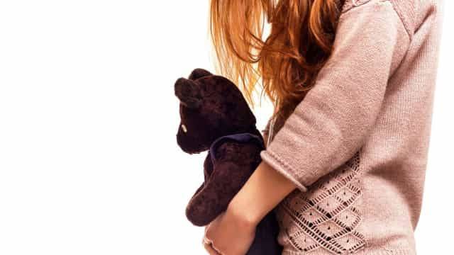 "Menina de seis anos abusada sexualmente ""ao longo dos anos"" por familiar"