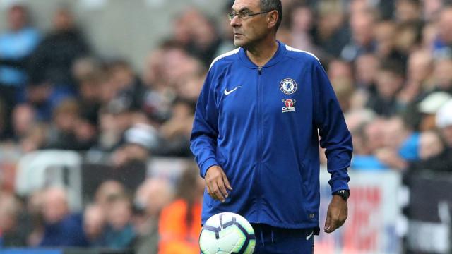 Chelsea volta a vencer, mas comportamento de Sarri é que vira notícia