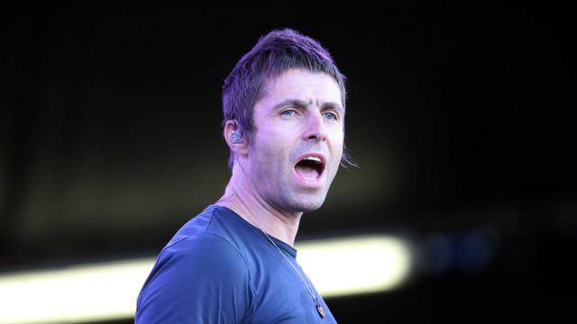 Imagens mostram Liam Gallagher a apertar pescoço à namorada