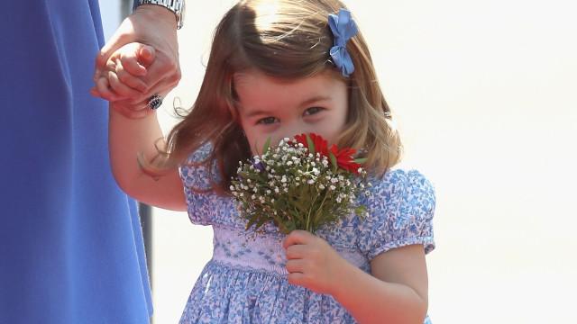 Princesa Charlotte só tem três anos, mas já anda a cavalo