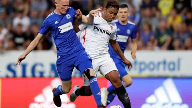 André Silva ajuda a 'empurrar' Muriel para o Sporting
