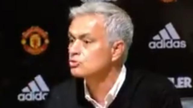 Mourinho irrita-se com jornalista e abandona conferência