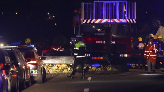 As imagens do brutal acidente na A1 que matou três pessoas