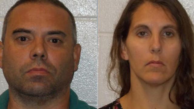 Casal norte-americano acusado de manter crianças em jaulas