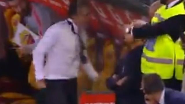 Insólito: Treinador da Roma festejou golo e... partiu a mão
