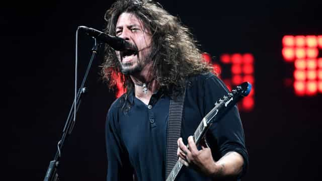 Foo Fighters surpreendem fãs com concerto em local inesperado