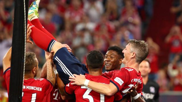 Schweinsteiger marcou no regresso ao Bayern e festejou com os ex-colegas