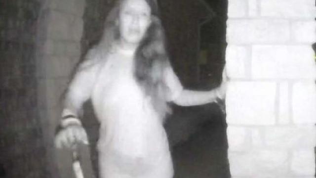 Polícia procura mulher misteriosa que tocou à campainha de várias casas