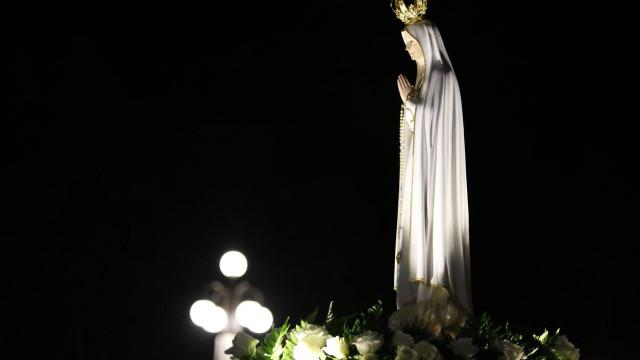Imagem de Nossa Senhora retirada do monumento ao Carnaval