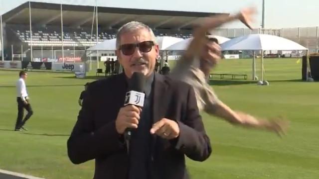 Jornalista da Juventus TV teve visita especial de CR7 durante um direto