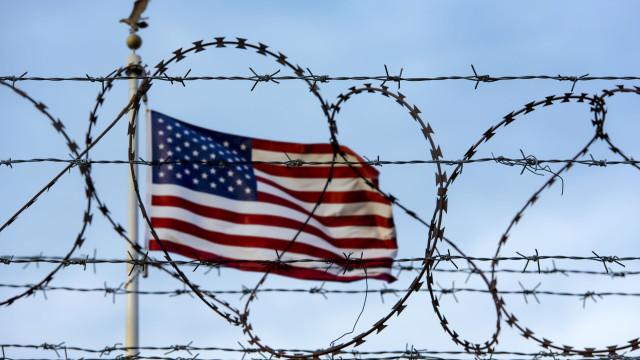 Milhares de migrantes da América Central rumam às fronteiras dos EUA