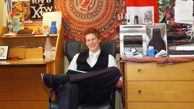 Assim era a decoração do quarto de Harry na escola secundária