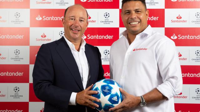 Santander apresenta Ronaldo, o Fenómeno, como embaixador
