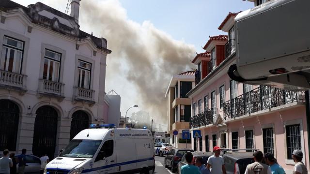 Incêndio na freguesia da Estrela fez cinco feridos