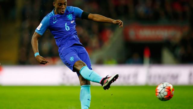 Oficial: Bazoer deixa o FC Porto