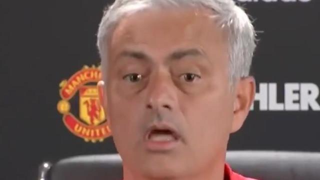 Nova conferência animada do United. Mourinho 'puxou dos galões'