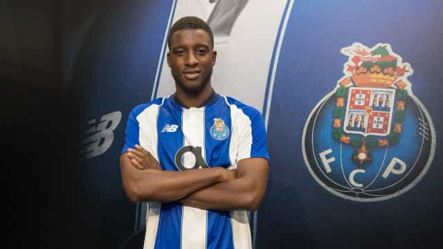 Oficial: FC Porto anuncia chegada de Bazoer