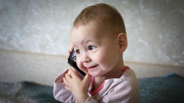 Telemóvel incendeia-se na mão de criança de 10 anos