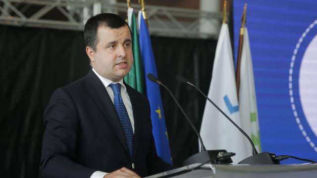 """Infraestruturas: Governo rejeita """"situação de alarme"""" criada pelo CDS"""