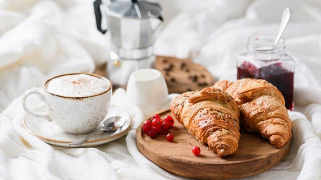 Fome entre o pequeno-almoço e o almoço? Evite-a assim