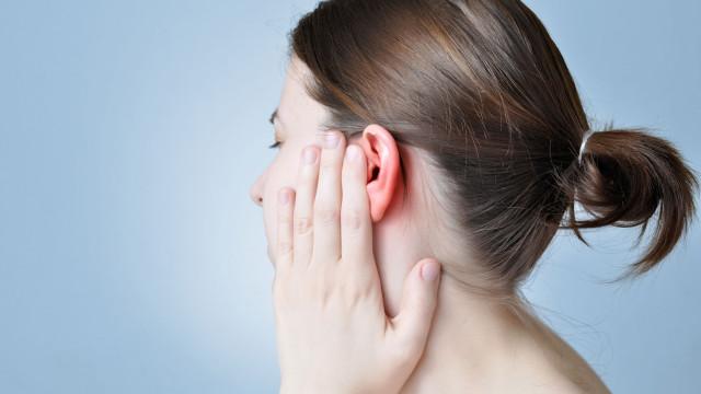 Cera dos ouvidos em excesso pode levar a graves problemas de saúde